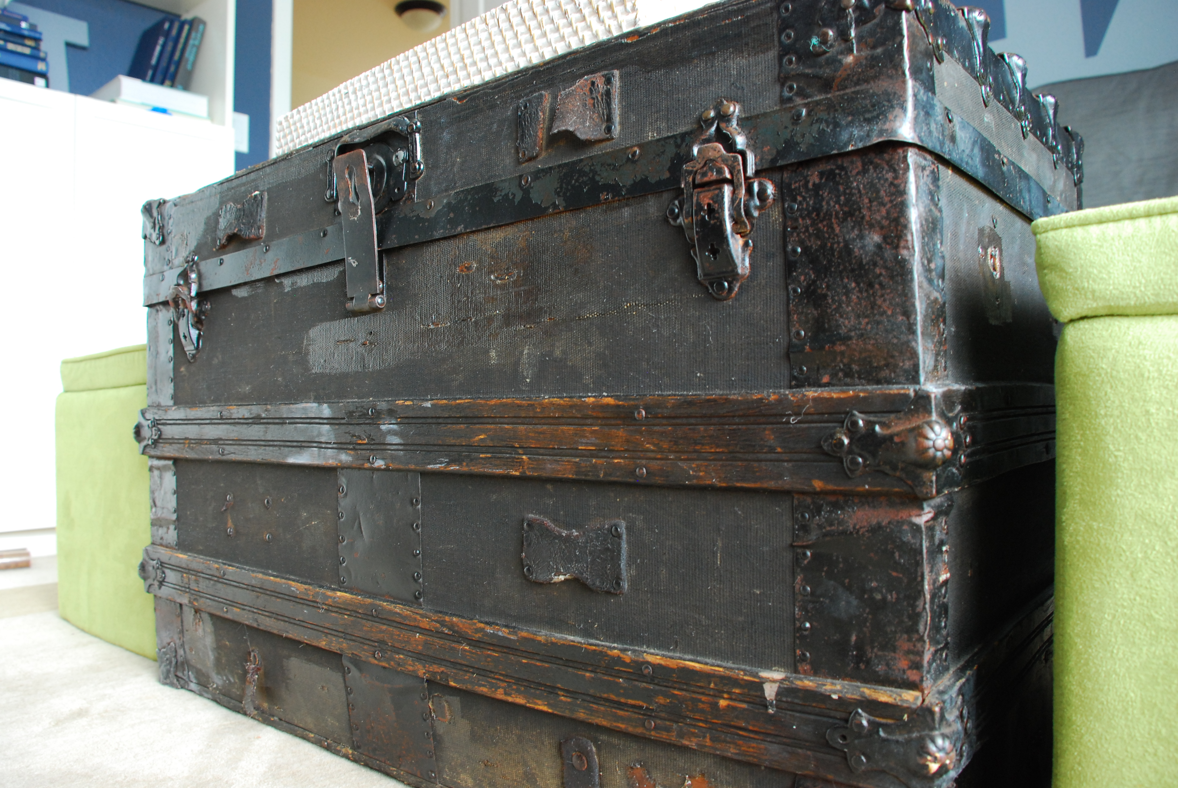 steamer trunk – Tell er All About It